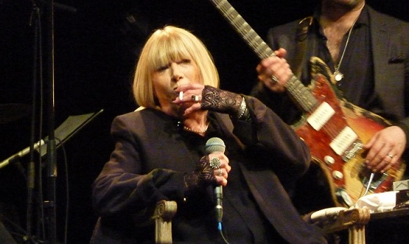 faithfull_smoke_bataclan